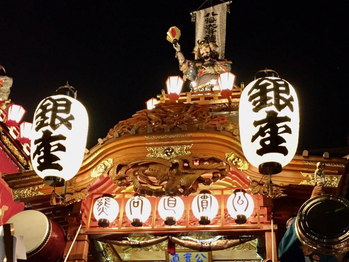熊谷うちわ祭りの熊谷次郎直実公人形を乗せた山車