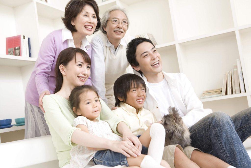 二世帯住宅の家族写真